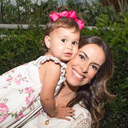 Sou Marina Bianchi Mac Knight  Tenho 30 anos, sou formada em administração de empresas pela Ibmec-Sp (Insper), trabalhei na área de Recursos Humanos em uma empresa de tecnologia e tive por 3 anos uma franquia da Mmartan. Por opção foquei na maternidade desde o momento que decidi engravidar. Para mim, ser mãe é um projeto de vida!